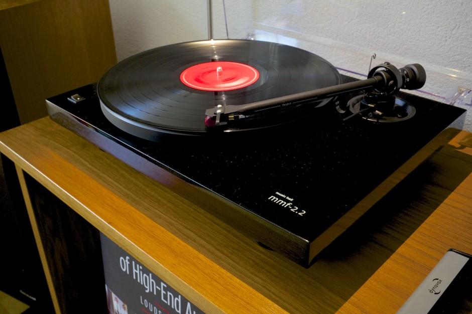 Plattenspieler-Music-Hall-mmf2.2-Vintage-Hifi-Setup-Vinyl-Recordplayer 12