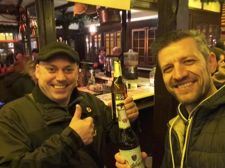 Es war zu warm für Glühwein … Prost. Ja, ich habe «echtes Bier» getrunken. Der Verfall lauert überall ;-)